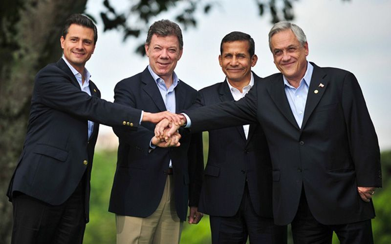 (L to R) Presidents from Mexico Enrique Pena Nieto, Colombia, Juan Manuel Santos, Peru Ollanta Humala and Chile Sebastian Pinera pose for the family photo of the Pacific Alliance presidential summit on May 23, 2013 at the Club Campestre in Cali, Colombia. AFP PHOTO/Luis ROBAYO